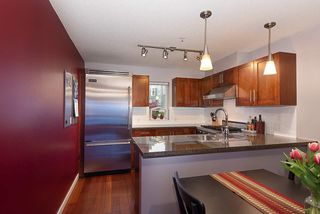 "Photo 8: 208 670 W 6TH Avenue in Vancouver: Fairview VW Townhouse for sale in ""Bohemia"" (Vancouver West)  : MLS®# R2379854"