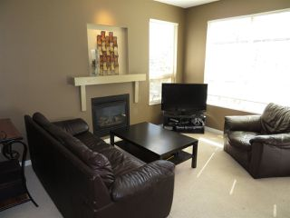 """Photo 5: 79 20350 68 Avenue in Langley: Willoughby Heights Townhouse for sale in """"Sunridge"""" : MLS®# R2399690"""
