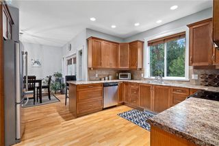 Photo 14: 762 Hanbury Pl in VICTORIA: Hi Bear Mountain House for sale (Highlands)  : MLS®# 830526