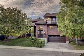 Main Photo: 5404 BANNERMAN Drive NW in Calgary: Brentwood Detached for sale : MLS®# A1031155