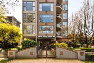 "Photo 2: 900 1788 W 13TH Avenue in Vancouver: Fairview VW Condo for sale in ""THE MAGNOLIA"" (Vancouver West)  : MLS®# R2497549"