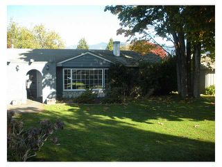 Photo 1: 1250 ROSEWOOD Crescent in North Vancouver: Norgate House for sale : MLS®# V916786