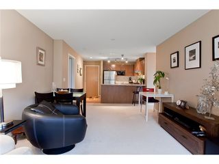 Photo 8: 120 700 Klahanie Drive in Port Moody: Port Moody Centre Condo for sale : MLS®# V923420