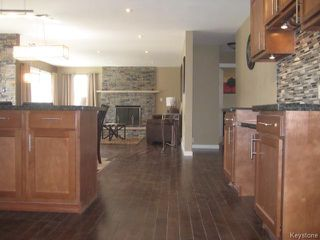 Photo 5: 305 Bonner Avenue in WINNIPEG: North Kildonan Residential for sale (North East Winnipeg)  : MLS®# 1510269