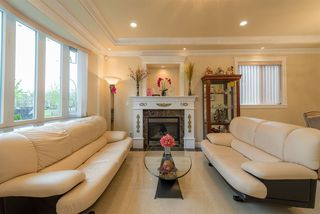 Photo 3: 2428 E 48TH Avenue in Vancouver: Killarney VE House for sale (Vancouver East)  : MLS®# R2055127