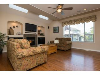 """Photo 4: 6220 167 Street in Surrey: Cloverdale BC House for sale in """"WEST CLOVERDALE"""" (Cloverdale)  : MLS®# R2093107"""