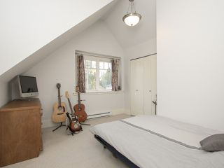 "Photo 12: 402 E 30TH Avenue in Vancouver: Fraser VE House for sale in ""Main Street"" (Vancouver East)  : MLS®# R2212798"
