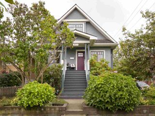 "Photo 1: 402 E 30TH Avenue in Vancouver: Fraser VE House for sale in ""Main Street"" (Vancouver East)  : MLS®# R2212798"