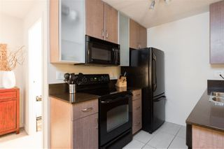 "Photo 10: 1901 909 MAINLAND Street in Vancouver: Yaletown Condo for sale in ""YALETOWN PARK II"" (Vancouver West)  : MLS®# R2239205"