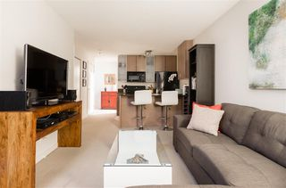 "Photo 5: 1901 909 MAINLAND Street in Vancouver: Yaletown Condo for sale in ""YALETOWN PARK II"" (Vancouver West)  : MLS®# R2239205"