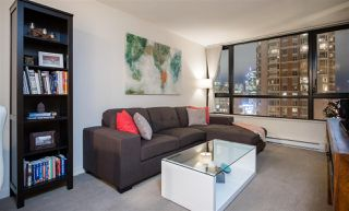 """Photo 3: 1901 909 MAINLAND Street in Vancouver: Yaletown Condo for sale in """"YALETOWN PARK II"""" (Vancouver West)  : MLS®# R2239205"""