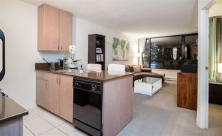 """Photo 2: 1901 909 MAINLAND Street in Vancouver: Yaletown Condo for sale in """"YALETOWN PARK II"""" (Vancouver West)  : MLS®# R2239205"""