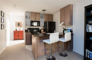 """Photo 8: 1901 909 MAINLAND Street in Vancouver: Yaletown Condo for sale in """"YALETOWN PARK II"""" (Vancouver West)  : MLS®# R2239205"""