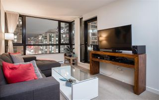 """Photo 4: 1901 909 MAINLAND Street in Vancouver: Yaletown Condo for sale in """"YALETOWN PARK II"""" (Vancouver West)  : MLS®# R2239205"""