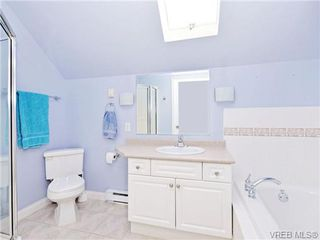 Photo 3: 1 225 Vancouver Street in VICTORIA: Vi Fairfield West Residential for sale (Victoria)  : MLS®# 352077