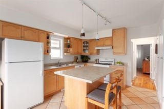 """Photo 5: 2062 KITCHENER Street in Vancouver: Grandview VE House for sale in """"COMMERCIAL DRIVE"""" (Vancouver East)  : MLS®# R2301971"""