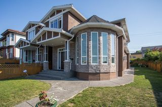 Main Photo: 3856 ELMWOOD Street in Burnaby: Burnaby Hospital House 1/2 Duplex for sale (Burnaby South)  : MLS®# R2303346