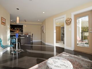Photo 3: 201 1494 Fairfield Road in VICTORIA: Vi Fairfield West Condo Apartment for sale (Victoria)  : MLS®# 400437