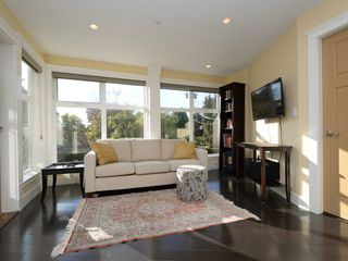Photo 2: 201 1494 Fairfield Road in VICTORIA: Vi Fairfield West Condo Apartment for sale (Victoria)  : MLS®# 400437