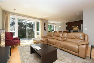 Photo 8: 393 Pelican Drive in VICTORIA: Co Royal Bay Single Family Detached for sale (Colwood)  : MLS®# 408560