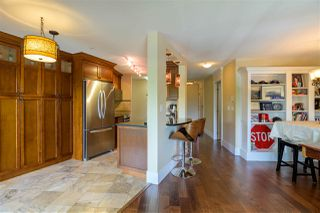 """Photo 5: 305 15150 29A Avenue in Surrey: King George Corridor Condo for sale in """"THE SANDS II"""" (South Surrey White Rock)  : MLS®# R2382604"""