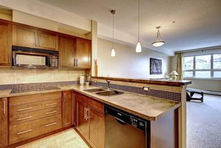 Photo 3: 320 26 VAL GARDENA View SW in Calgary: Springbank Hill Apartment for sale : MLS®# C4266820