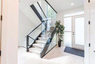 Photo 2: 9245 86 Street in Edmonton: Zone 18 House for sale : MLS®# E4176051