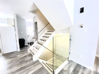 Photo 5: 1032 LAKEWOOD Road N in Edmonton: Zone 29 Townhouse for sale : MLS®# E4188450