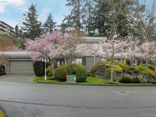 Photo 1: 12 1063 Valewood Trail in VICTORIA: SE Broadmead Row/Townhouse for sale (Saanich East)  : MLS®# 837183