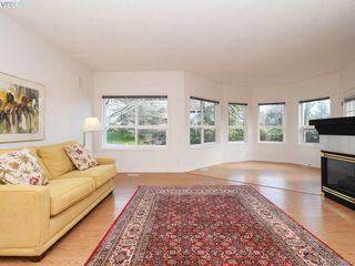 Photo 2: 12 1063 Valewood Trail in VICTORIA: SE Broadmead Row/Townhouse for sale (Saanich East)  : MLS®# 837183