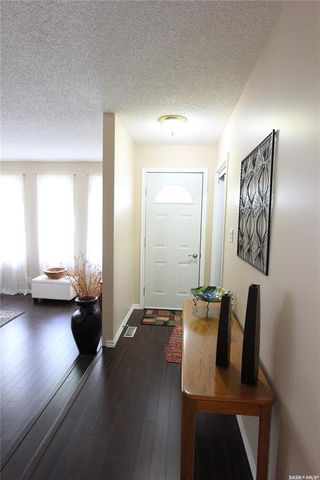 Photo 2: 1030 Dorothy Street in Regina: Normanview West Residential for sale : MLS®# SK810088