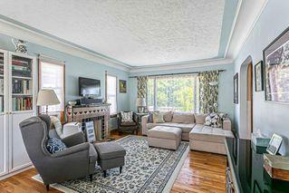 Photo 2: 527 20 AV NW in Calgary: Mount Pleasant Residential for sale : MLS®# C4305149