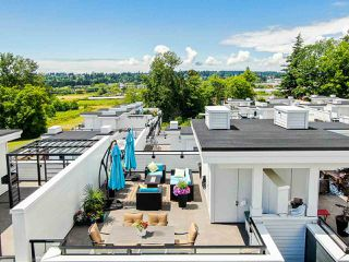 """Photo 40: 202 2277 OAK MEADOWS Drive in Surrey: Grandview Surrey Townhouse for sale in """"SOHO 2"""" (South Surrey White Rock)  : MLS®# R2495621"""