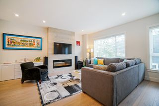 """Photo 7: 202 2277 OAK MEADOWS Drive in Surrey: Grandview Surrey Townhouse for sale in """"SOHO 2"""" (South Surrey White Rock)  : MLS®# R2495621"""