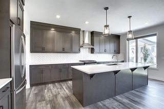 Photo 5: 436 DISCOVERY Place SW in Calgary: Discovery Ridge Detached for sale : MLS®# A1035589