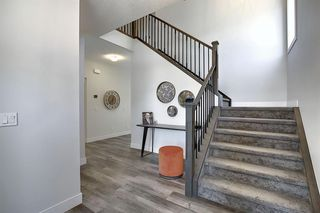 Photo 3: 436 DISCOVERY Place SW in Calgary: Discovery Ridge Detached for sale : MLS®# A1035589