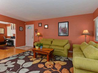 Photo 3: CLAIREMONT House for sale : 4 bedrooms : 3633 Morlan Street in San Diego