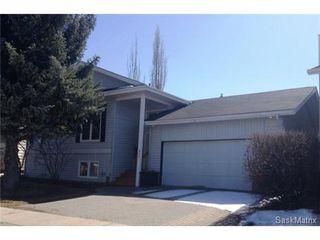 Main Photo: 822 Whitewood Crescent in Saskatoon: Lakeview Single Family Dwelling for sale (Saskatoon Area 01)  : MLS®# 530196