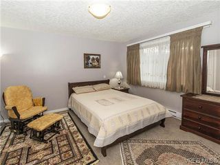 Photo 8: 2 1241 Santa Rosa Ave in VICTORIA: SW Strawberry Vale Row/Townhouse for sale (Saanich West)  : MLS®# 725343