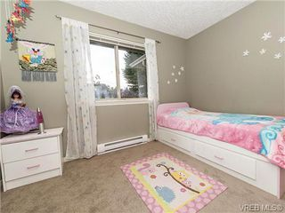 Photo 11: 2 1241 Santa Rosa Ave in VICTORIA: SW Strawberry Vale Row/Townhouse for sale (Saanich West)  : MLS®# 725343