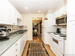 Photo 7: 2 1241 Santa Rosa Ave in VICTORIA: SW Strawberry Vale Row/Townhouse for sale (Saanich West)  : MLS®# 725343