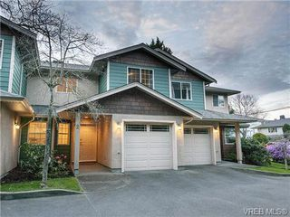 Photo 1: 2 1241 Santa Rosa Ave in VICTORIA: SW Strawberry Vale Row/Townhouse for sale (Saanich West)  : MLS®# 725343