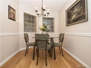 Photo 5: 2 1241 Santa Rosa Ave in VICTORIA: SW Strawberry Vale Row/Townhouse for sale (Saanich West)  : MLS®# 725343