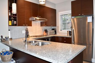 "Photo 3: 6189 OAK Street in Vancouver: South Granville Townhouse for sale in ""Carrington"" (Vancouver West)  : MLS®# R2119023"