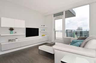 """Photo 4: 1903 668 COLUMBIA Street in New Westminster: Quay Condo for sale in """"TRAPP+HOLBROOK"""" : MLS®# R2156236"""