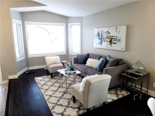Photo 3: 119 SHAWINIGAN Drive SW in Calgary: Shawnessy House for sale : MLS®# C4163176