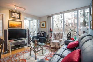 "Photo 7: 302 1010 RICHARDS Street in Vancouver: Yaletown Condo for sale in ""The Gallery"" (Vancouver West)  : MLS®# R2246691"