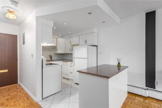 """Photo 5: 903 1251 CARDERO Street in Vancouver: West End VW Condo for sale in """"SURFCREST"""" (Vancouver West)  : MLS®# R2257633"""