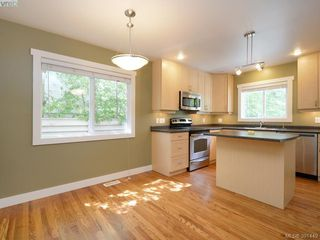 Photo 3: 4160 Borden St in VICTORIA: SE Lake Hill Half Duplex for sale (Saanich East)  : MLS®# 786805