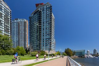 "Photo 35: 2505 33 SMITHE Street in Vancouver: Yaletown Condo for sale in ""COOPERS LOOKOUT"" (Vancouver West)  : MLS®# R2289422"